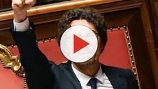 Danilo Toninelli contro Matteo Salvini: 'la sua politica indebolisce l'Italia nell'UE'