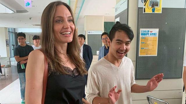 Angelina Jolie acompaña a su hijo, Maddox, en su primer día de universidad