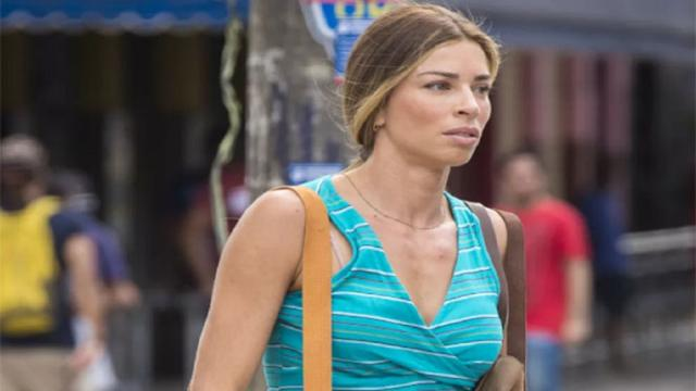 Sofia encontra o dinheiro de Alberto na bolsa de Paloma