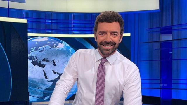 Alberto Matano a La Vita in Diretta: il giornalista saluta i telespettatori del Tg 1