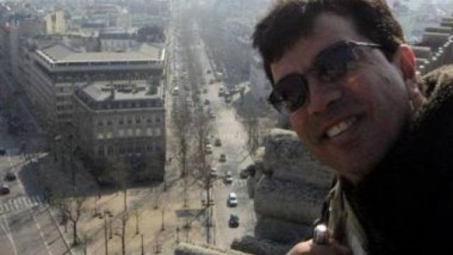 Cantor morre após cair de varanda na Bahia