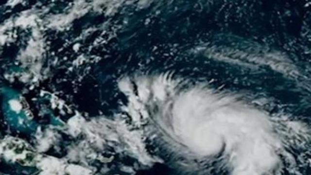 Usa, stato di emergenza in Florida per l'uragano Dorian: Trump non vola in Polonia
