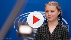 Swedish climate activist Greta Thunberg with 1000s of US teens outside UN Headquarters