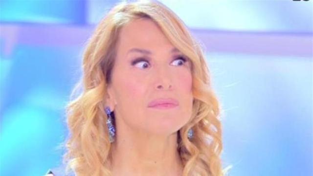 Barbara D'Urso risponde ad un suo hater su IG: 'Quando me ne vado? Cambia canale'