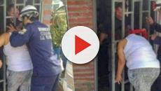 Colombia, donna spia vicini che litigano ma resta incastrata nell'inferriata