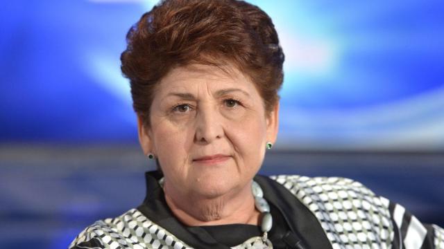 La ministra Teresa Bellanova replica con un tweet agli insulti
