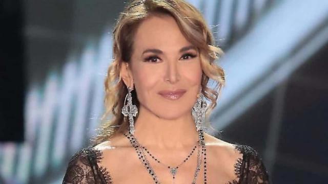 Barbara d'Urso con il collarino su Instagram: 'Ho avuto un brutto incidente, ma sto bene'
