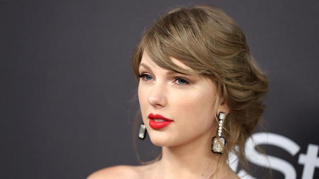 Taylor Swift, donazione di 10mila dollari in favore di Trinity Foster malata di cancro