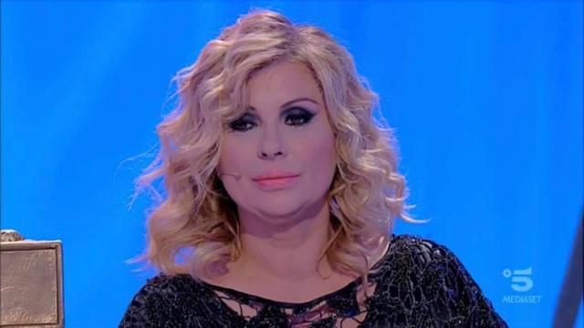 Tina Cipollari ingrassata, Maria De Filippi la mette a dieta