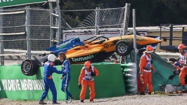 Piloto decola em assustador acidente na Fórmula 3