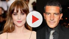 Dakota Johnson se reencuentra con el actor Antonio Banderas, su antiguo padrastro