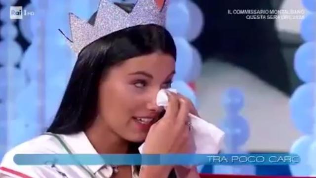 Miss Italia Carolina Stramare a Vieni da me: 'Mia madre non c'è più'