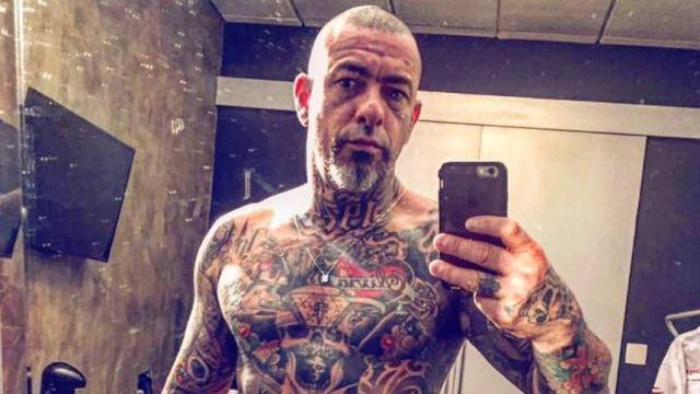 Henrique Fogaça posta foto hospitalizado: 'sexta-feira 13'