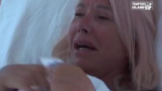 Diretta Temptation Island Vip: Anna Pettinelli piange di gelosia per il compagno