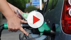 Attacchi sull'Arabia saudita, produzione di petrolio dimezzata: volano i prezzi