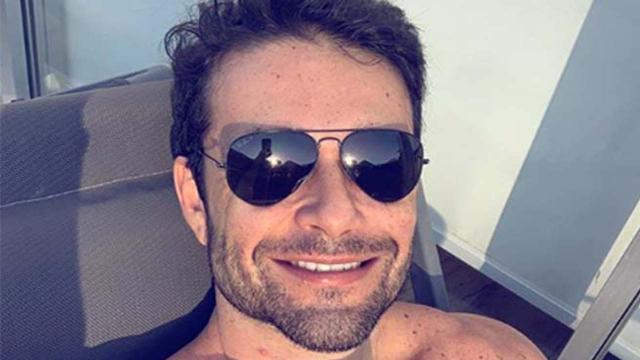 Sergio Marone aparece de sunga e mostra horta orgânica em vídeo nas redes sociais
