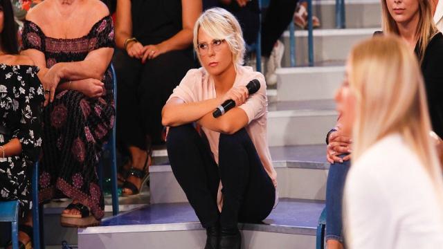 Maria De Filippi contro Teresa Cilia: 'Chiese una paga più alta', lei 'Ero malata'