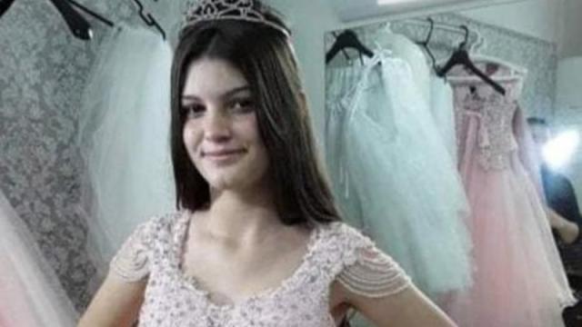 Suspeito de matar adolescente com 60 facadas esteve no velório da vítima