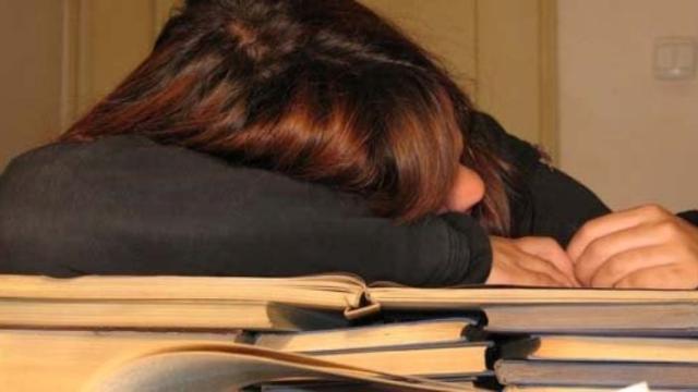 Un estudio de Alpha Research dice que los españoles en un 70% se sienten cansados