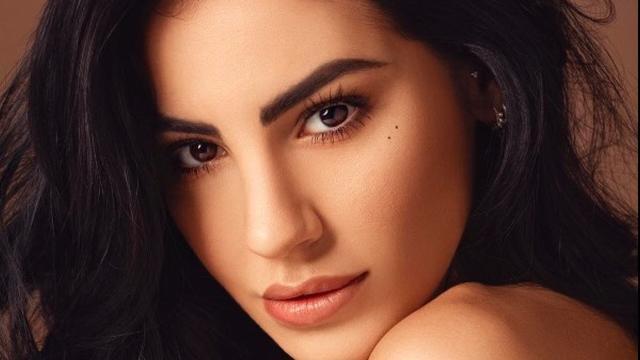 Amici Celebrities: Maria De Filippi elogia Giulia, il suo libro è un successo