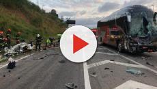 Carro invade pista contrária, bateu de frente em ônibus e deixa quatro mortos em Itu