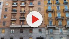 Milano, madre precipita da un palazzo con la figlia di due anni: la donna è morta