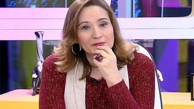 Apresentadora Sonia Abrão posta imagem da mãe ferida