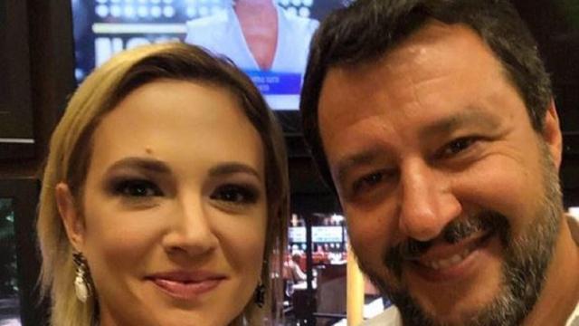 Live Non è la D'Urso: Salvini litiga con Asia Argento e Alba Parietti