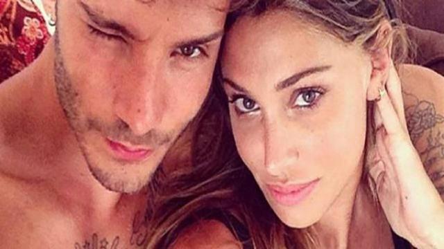 Belen Rodriguez festeggia il suo compleanno con De Martino: 'Baciami sempre, che mi piace'