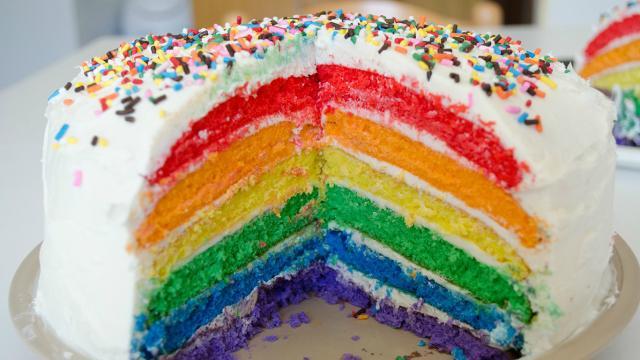 Ricette: Rainbow cake, un dolce multistrato che mette dolcezza al palato
