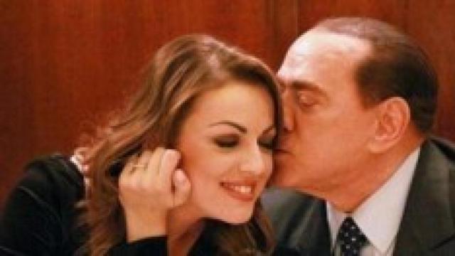 Berlusconi festeggia 83 anni senza Francesca Pascale: lei non sarebbe gradita dai figli