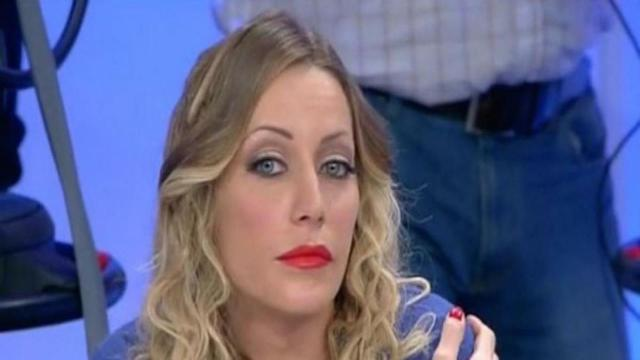 Karina Cascella a Pomeriggio 5: 'Mio padre ci picchiava, aveva problemi con l'alcool'