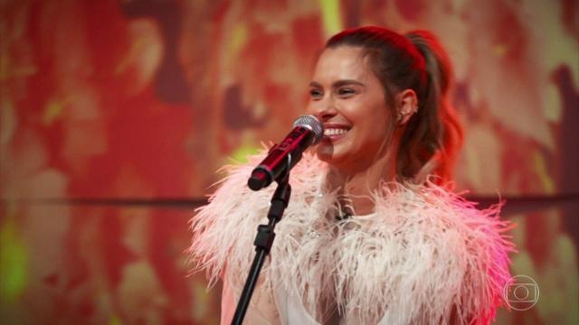 Carolina Dieckmann é duramente criticada ao se apresentar como cantora