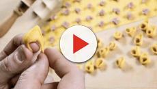 La polemica sui tortellini dell'accoglienza e la lezione della curia di Bologna