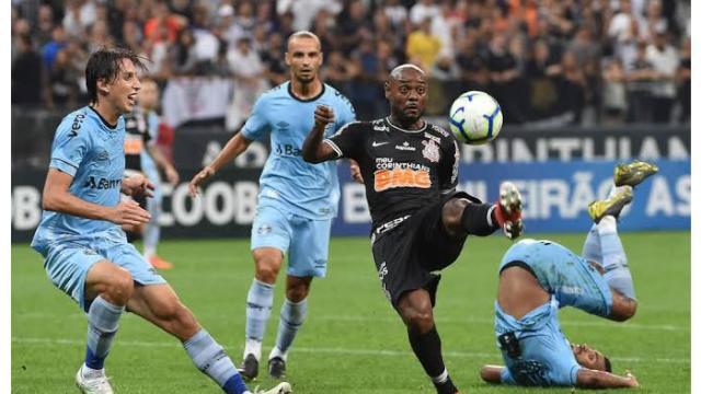 Grêmio x Corinthians: Escalações, transmissão ao vivo pela TV e arbitragem