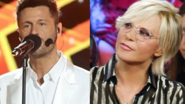 Filippo Bisciglia si scusa con Maria De Filippi cantando 'Roma non fa la stupida stasera'