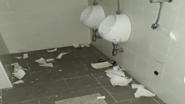 Ascoli, vandali distruggono i bagni dello stadio