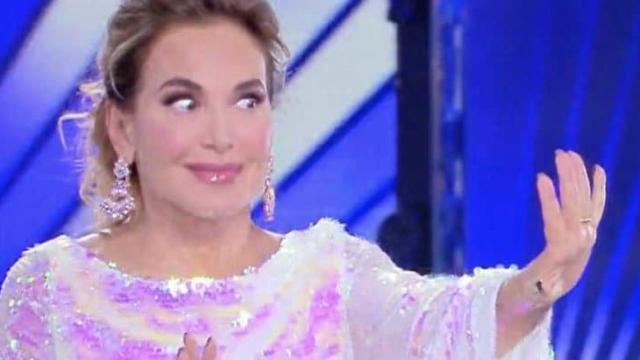 'Live - Non è la d'Urso' scontro in tv tra Barbara e Columbro: 'Ti strappo il vestito'