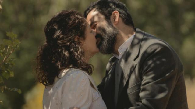 Il Segreto anticipazioni: Don Berengario e Marina si baciano