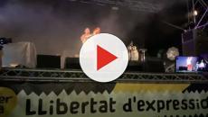 Pablo Hasel quema la bandera de España como protesta por Valtonyc