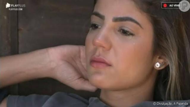 Hariany chora e desabafa sobre namoro com Lucas