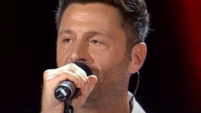 Filippo Bisciglia si commuove cantando 'Portami a ballare, stava pensando a sua madre