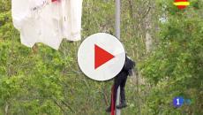 El percance del paracaidista marca las celebraciones del 12 de octubre