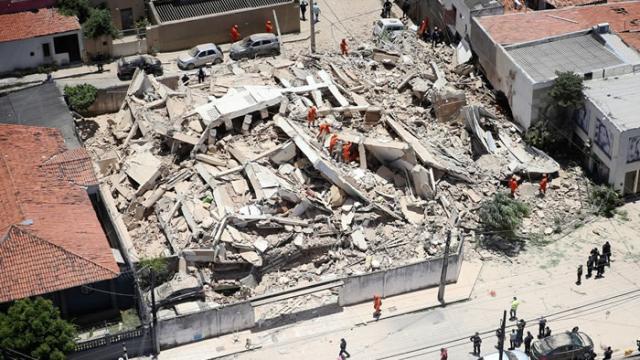 Desabamento de prédio em Fortaleza deixa um morto e vários desparecidos
