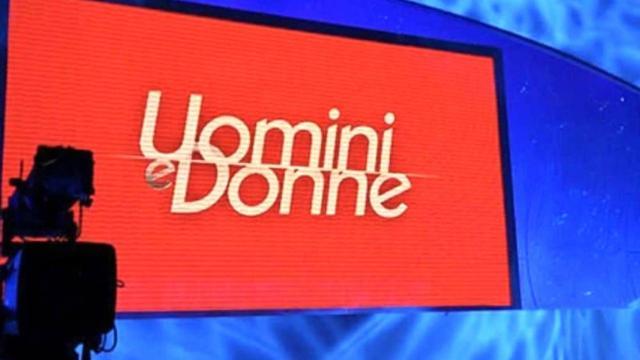 'Uomini e Donne' in studio difendono Serena e Pago perde le staffe