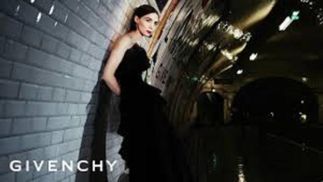 Givenchy sort une collection très haute couture