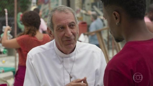 'Bom Sucesso': Padre Paulo vê Ramon e Francisca se beijando e fica chocado