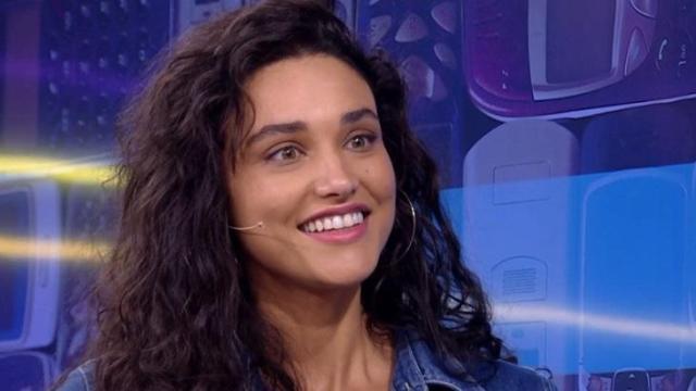 Débora Nascimento posa em foto com namorado