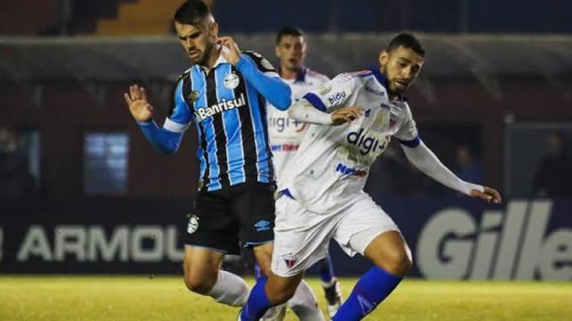Fortaleza x Grêmio: onde assistir ao vivo, escalações das equipes e arbitragem