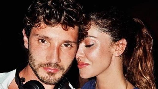 Belen Rodriguez in vacanza con Stefano De Martino: 'Sono felice'